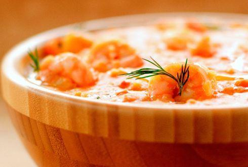 O bobó de camarão, receita baiana que leva leite de coco e mandioca (aipim).