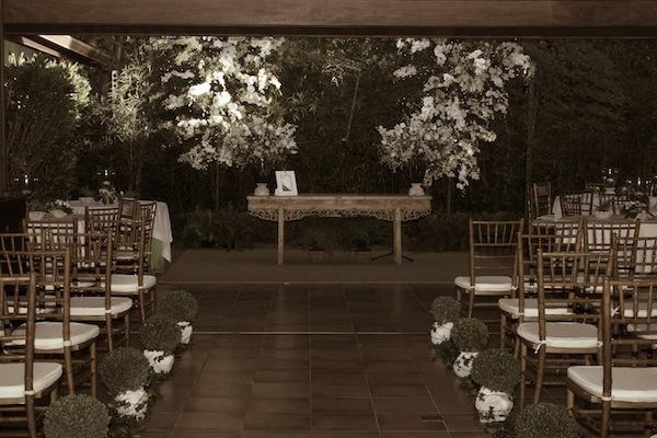 A sala montada como altar, em foto tirada do album da noiva
