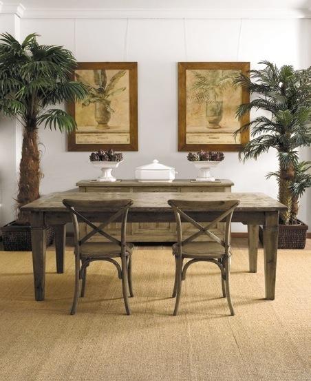 Antes: a mesa expansível fechada, que acomoda até seis pessoas.