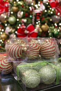 Dia de desmontar a árvore! Dicas para guardar enfeites de Natal.