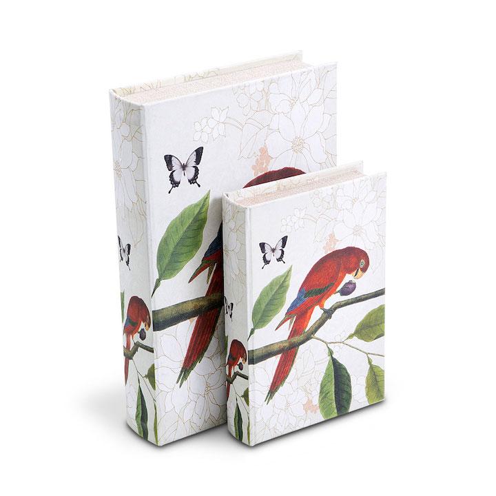 A capa das caixas em forma de livro esconde preciosidades bem à vista. Decorativas e úteis.