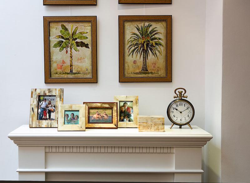 Porta- retratos em chifre, a lareira elétrica, relógio de mesa Pocket, quadros da linha Palmeira, caixa em chifre - Cecilia Dale