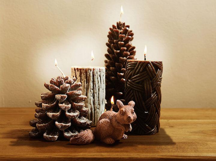 E para quem quer um toque mais rústico, as velas em formato de pinha grande e pequena, tronco, rattan e esquilo formam um conjunto harmonioso.