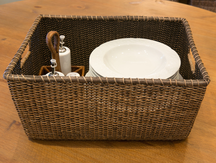 Cada cesta vai agrupar um conjunto de utensílios que são usados juntos. Os pratos, por exemplo, ficam junto com a cesta de temperos de salada.