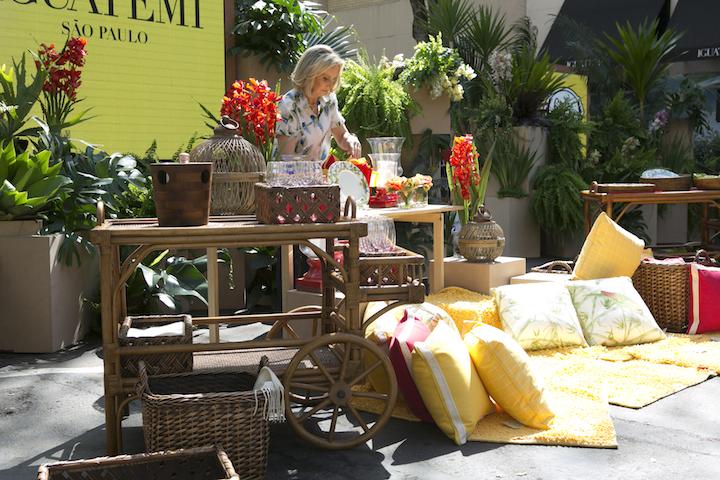 Junto com muitas almofadas coloridas, que também vieram em cestas, eles formam o cenário perfeito para receber a todos de um jeito descontraido.
