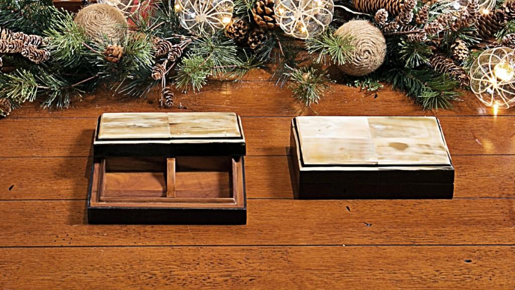 Caixa para baralho em madeira forrada de chifre.