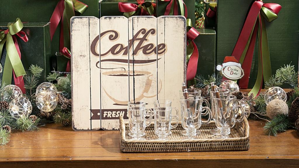 Placa em madeira coffee, xícaras de vidro Cappuccino no tamannho grande e pequeno, colheres de chá com cabo de bambu natural.