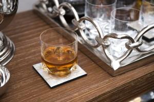 Oito dicas para receber em casa com um bar organizado e chique