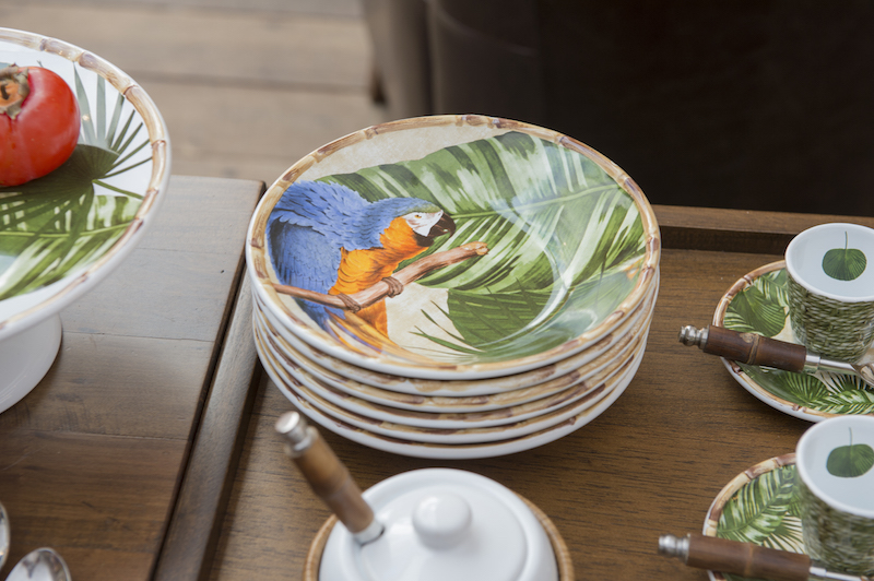 Nos bowls da louça Iporanga, quem aparece são as araras!