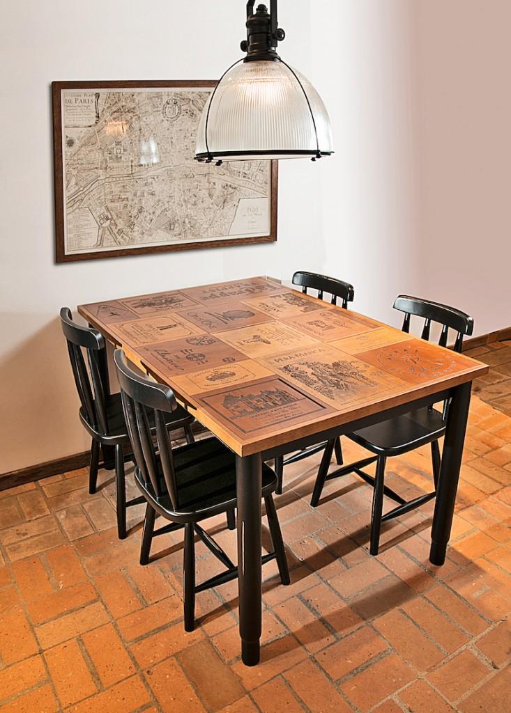 mesa vinho com cadeiras