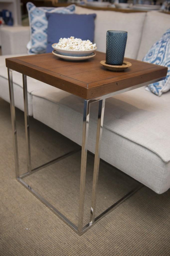 Home theater 6 dicas para uma sala bonita e organizada - Mesa auxiliar sofa ...