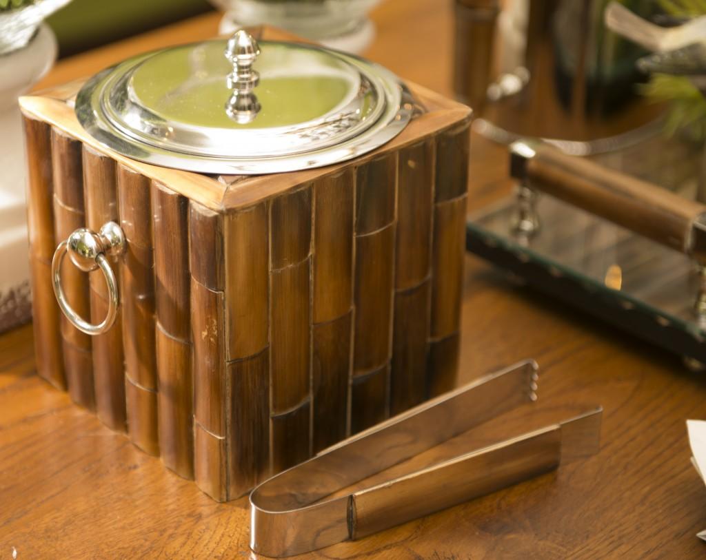 Gelo por perto é essecial para beber whisky. Essse balde de gelo da linha Bamboo serve com classe.