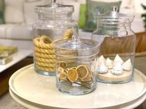 Como usar potes e vasos de vidro na decoração