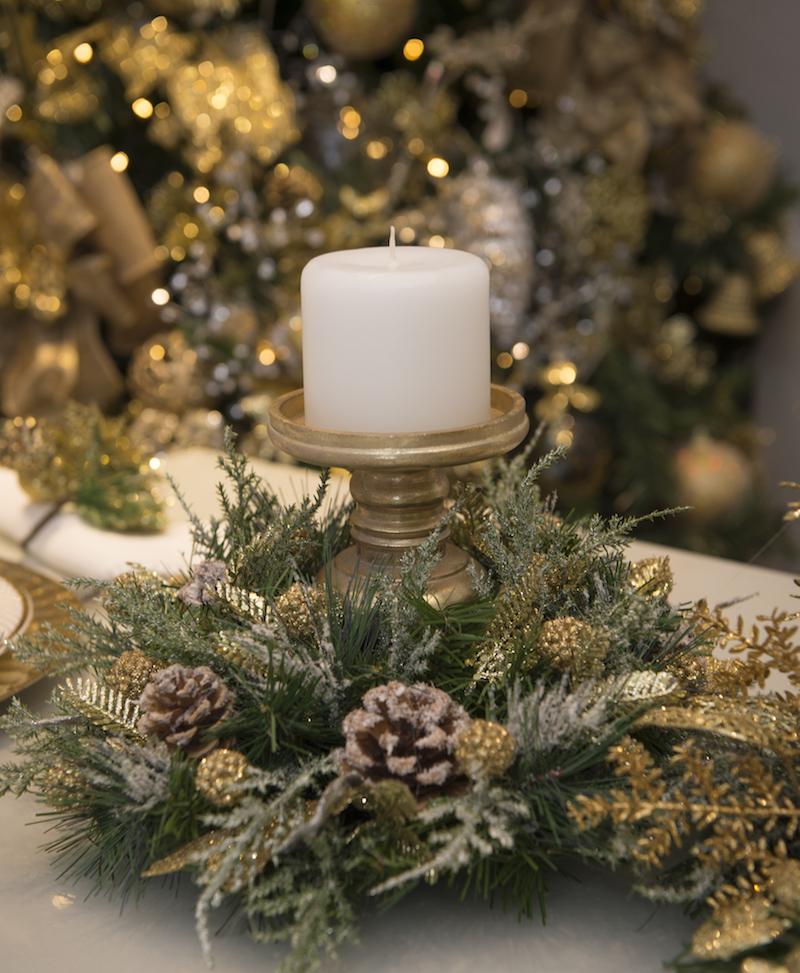 Centro de mesa para Natal com porta velas em dourado. Coleção Gold
