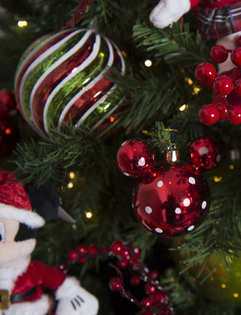 Bolas e enfeites de Natal da coleção Mickey Magic Xmas Cecilia Dale