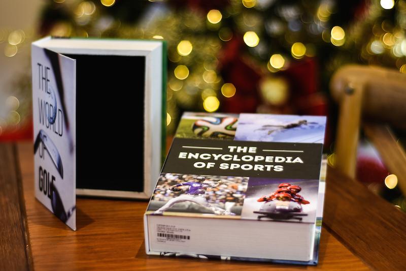 Seu amigo secreto adora esportes? Esse livro-caixa é decorativo e pode servir para guardar as medalhas que ele ganhou. O livro de golf pode guardar as bolas da sorte...