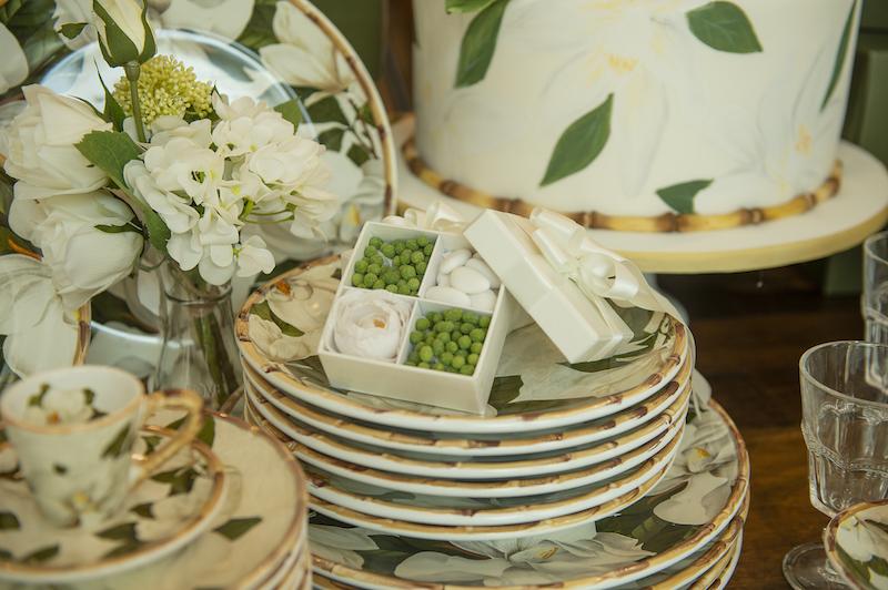 Pratos rasos e pratos de sobremesa da louça Magnólia - Cecilia Dale