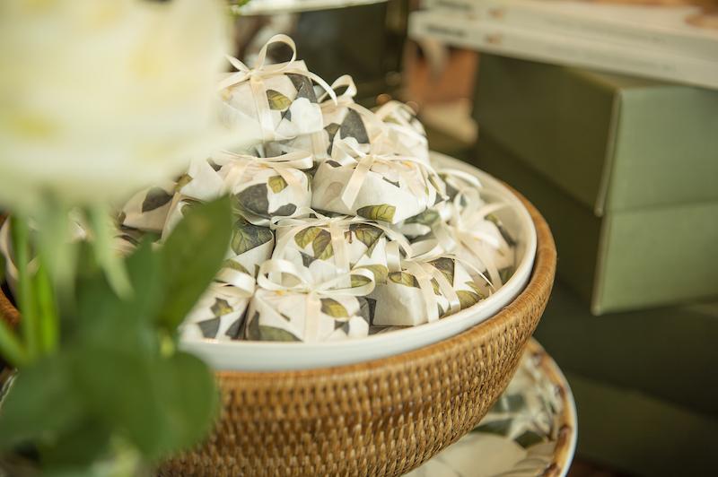 Bowl de cerâmica com base de rattan Cecilia Dale