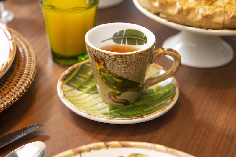 Xícara de chá da linha Itacaré para mesa de brunch Cecillia Dale