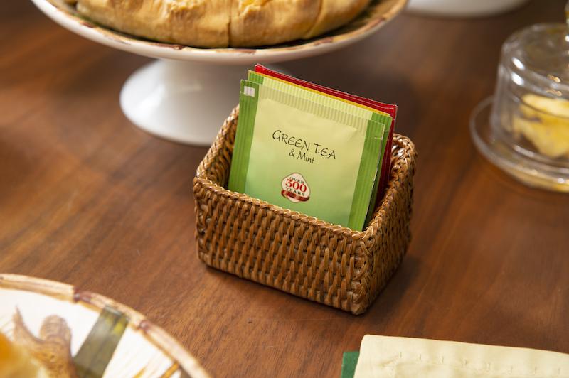 Cesta de rattan para saquinhos de chá ou adoçante - Cecilia Dale