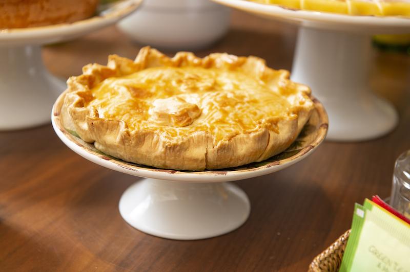 Prato de torta com pé para mesa de brunch - Cecilia Dale