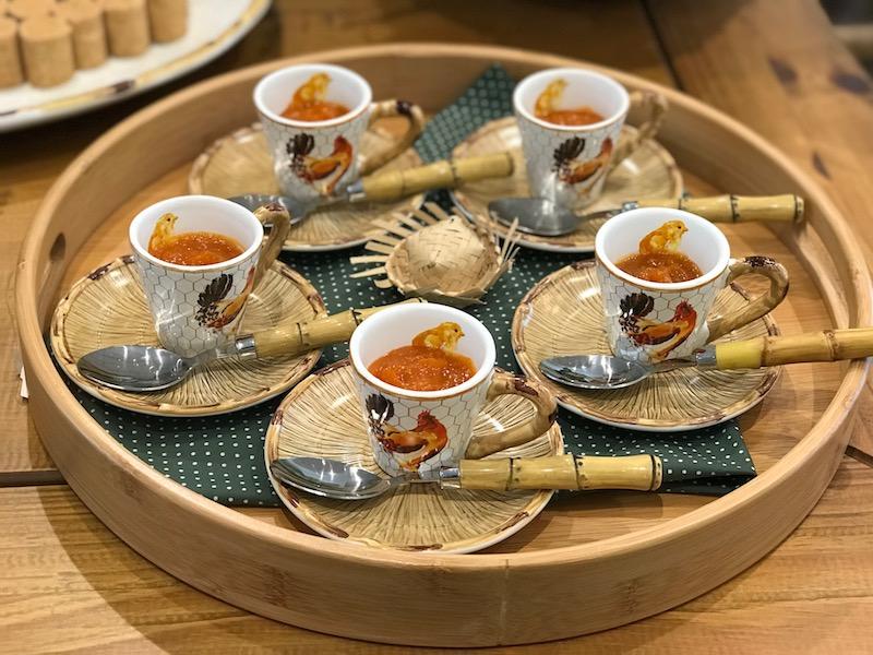 Xícara de café linha Nest em cerâmica e bandeja redonda em bambu natural - Cecilia Dale