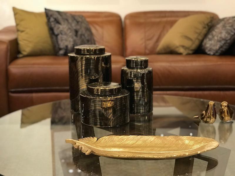 Potiches coleção Gold Brush, enfeites Bird em cerâmica e centro de mesa Plume - Cecilia Dale