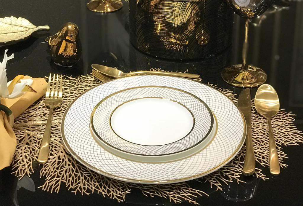 Mesa de jantar Sleek Black, jogo de jantar Gold Leaf - Cecilia Dale